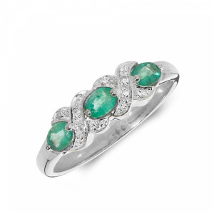 Kissing Diamond and emerald ring